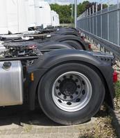 geparkeerde vrachtwagens foto