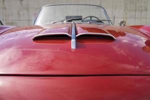 motorkap van een klassieke auto foto