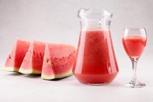 watermeloen en watermeloensap foto