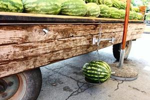 watermeloen in de uitverkoop foto