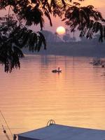 egypte luxor - zonsondergang bij de rivier van de goden…. foto