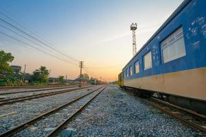 treinsporen en trein auto foto
