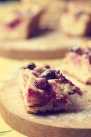 zelfgemaakte taart met bosvruchten foto