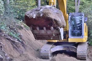 houten pad aanleg in de natuur heiligdom foto