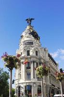 metropool gebouw. gran via. Madrid. Spanje foto