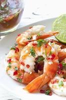 garnalen met chili en limoen foto