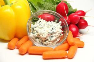 spinazie dip en groenten foto