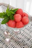 gekoeld voorgerecht van watermeloenballetjes foto