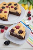 cheesecake met chocolade bessen foto