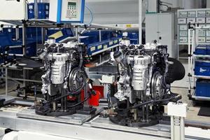 productie van automotoren foto
