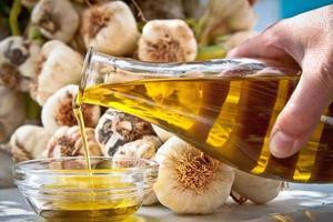 extra vergine olijfolie en knoflook foto