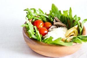 Salade van rundertong foto
