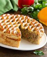 zelfgemaakte taart met vlees.