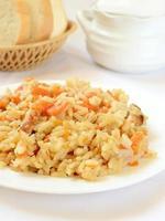 rijst met groenten en vlees foto