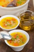 Syrische gerstbouillon soep aleppo-stijl foto