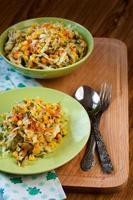 salade van verse groenten. foto