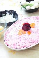 Russische traditionele salade 'haring onder bontjas foto