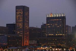 Baltimore stadslichten 's nachts foto