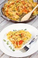 gebakken tomaten, courgette en aardappelen met tijm en parmezaan foto