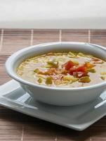minestrone soep [bonen, courgettesoep] foto