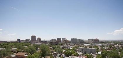 skyline van Albuquerque in het zonlicht