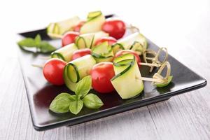 tomaat, courgette en basilicum foto