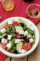 griekse salade bulgaarse salade met zomergroenten, olijven en feta