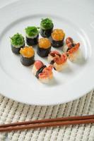 Japanse smakelijke sushi set foto