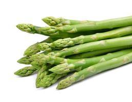 asperges geïsoleerd op een witte achtergrond foto