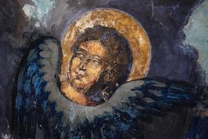 afbeelding van een heilige op fresco's foto