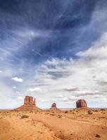prachtige cloudscape over monument valley, Verenigde Staten. foto