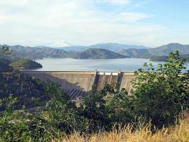 drie Shasta's Shasta-dam, Shasta-meer, Mount Shasta foto