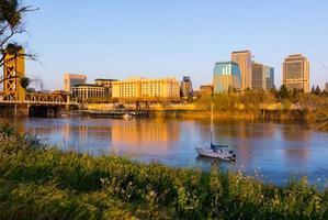 Sacramento bij zonsondergang foto