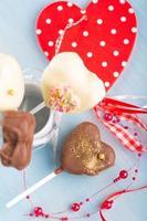 cake-pops hartvormig voor Valentijnsdag foto