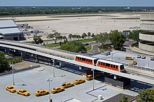 taxi's wachten op de luchthaven van tampa foto