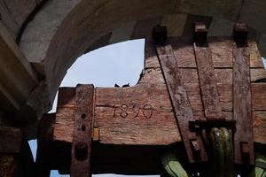 detail van de klokkentoren van pisa.italia foto