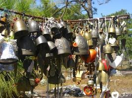 hangende klokken in Thailand foto
