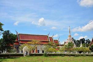 wat phra borommathat chaiya tempel in surat thani foto