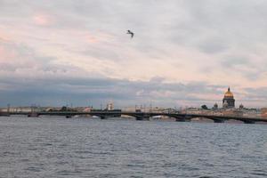 brug van de rivier de neva foto