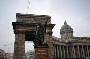 Kazan kathedraal en het monument voor Kutuzov, st. petersburg, rus