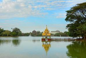 Kandawgyi natuurpark in Yangon foto