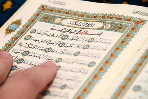 het lezen van de heilige koran