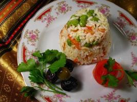 rijst op een traditionele achtergrond foto