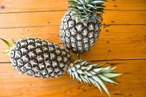 twee ananas foto