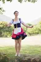 mooi oktoberfest meisje in het park foto