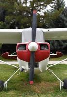 luchtvaart - vooraanzicht van een antiek vliegtuig foto