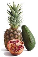 tropisch fruit dat op wit wordt geïsoleerd.