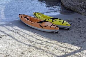kajaks op het strand foto