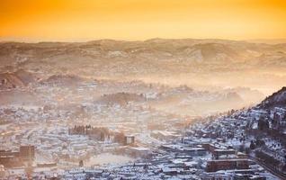 uitzicht over winter stad foto