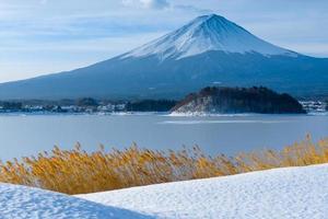 mount fuji winterseizoen foto